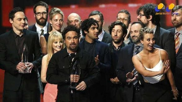 O elenco de The Big Bang Theory, durante a premiação do People's Choice Awards 2015, no Nokia Theatre, em Los Angeles - Mario Anzuoni/Reuters