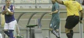 Willian fez o gol com assistência de Leandro Damião
