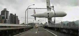 Ásia - Motorista registra em vídeo momento em que avião caiu em rio de Taiwan