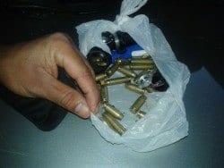 No poder da quadrilha, foi apreendido drogas e munições.