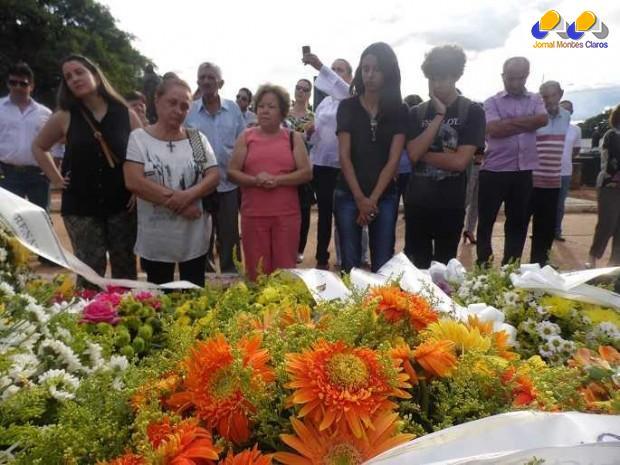 Foi sepultado  na tarde desta quarta feira, 11 de fevereiro, o corpo do Poeta, Economista, letrista e produtor cultural José Geraldo Mendonça Junior