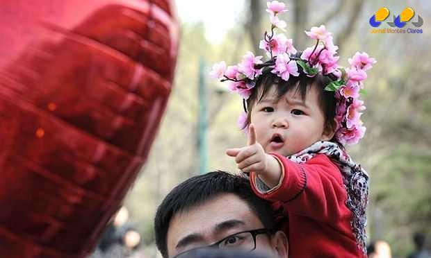 China adotou há pouco mais de 30 anos a política do filho único para frear uma demografia em forte alta, estimulada por Mao Tsé-Tung