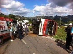 MG - Acidente entre caminhão, ônibus e moto mata um e deixa feridos