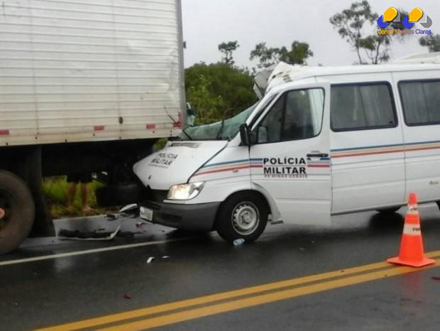 MG - Acidente com van da PM deixa um militar morto e varios feridos
