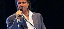 O cantor vai fazer show em estádio de futebol.