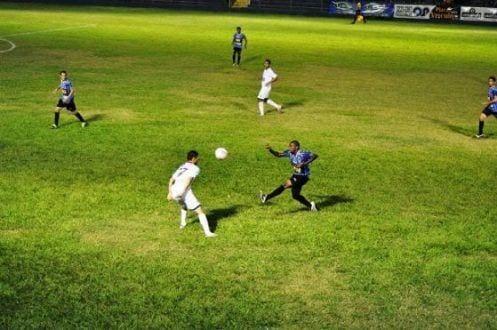 jogador Augusto em ação pelo Bicho