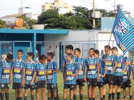 Futebol - Jovens atendidos pelas escolinhas do Bicho participam de torneio neste domingo