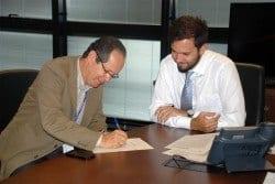 Secreta¡rio Tadeu Leite na assinatura com a Copasa