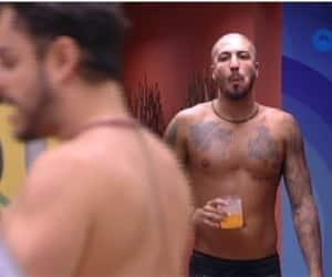 'BBB15' - Fernando escuta conversa de Adrilles e vai tirar satisfações