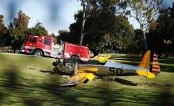 Avião após acidente no Penmar Golf Course, em Venice, na Califórnia Foto: Lucy Nicholson / Reuters