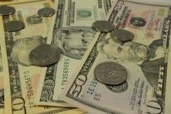 Dólar comercial fecha com maior alta desde 2004