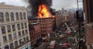 Imagens de televisão dos canais locais mostram um intenso incêndio, com chamas e fumaça pesada