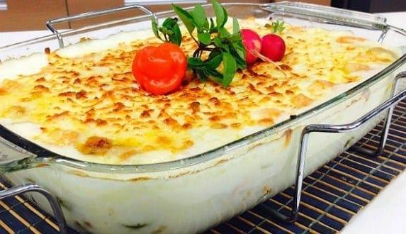 Faça um prato prático e delicioso para o almoço do domingo com frango que leva requeijão, batatas e outros ingredientes!