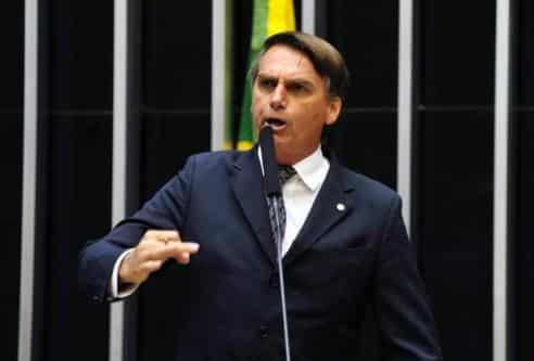 Deputado Jair Bolsonaro apresenta à Câmara pedido de impeachment de Dilma