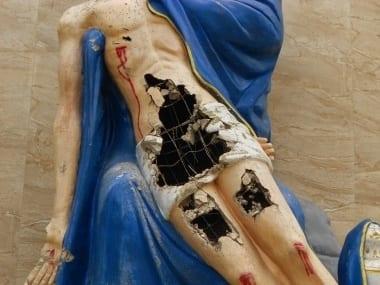 MG - Mulher destrói imagem sacra com enxada