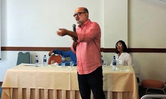 Gúbio Soares realizou a descoberta esta semana ao lado da pesquisadora Silvia Sardi Foto: Conselho Regional de Farmácia da Bahia