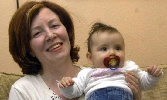 Annegret Raunigk, mãe de 13 filhos e sete vezes avó, voltou a ficar grávida, desta vez de quadrigêmeos