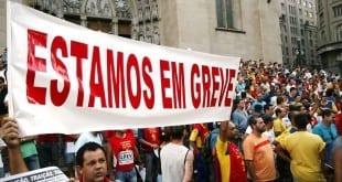 MG - Professores da redes estadual de MG entram em greve