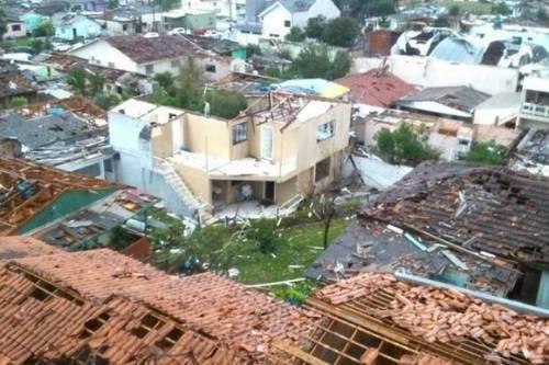 Brasil - Tornado no oeste de Santa Catarina deixa dois mortos e 120 feridos