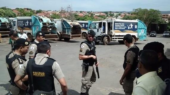 Montes Claros - Sede da ESURB é invadida por funcionários e PM é chamada