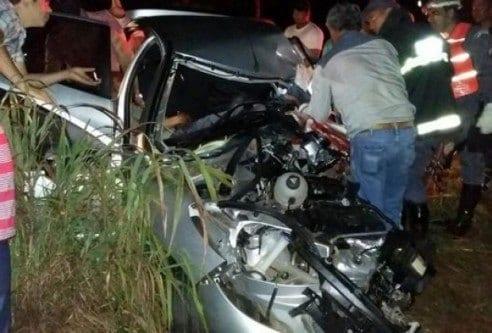MG - Criança de 2 anos morre em acidente entre carro e caminhão