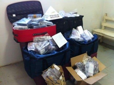 Comprimidos estavam em malas e caixas (Foto: PM Montes Claros)