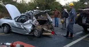 Norte de Minas - Acidente entre um carro e um caminhão deixa uma pessoa morta em Mirabela