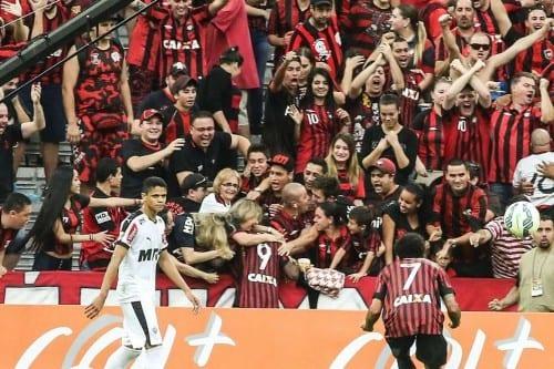 Douglas Coutinho vibrou muito com o gol marcado na Arena