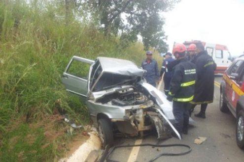 MG - Batida entre dois carros deixa um morto