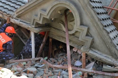 Ásia - Novo terremoto com 7,3 graus atinge o Nepal nesta terça e causa mais de 40 mortes