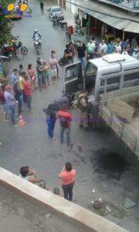 Montes Claros - Mulher fica gravemente ferida ao ser atropelada por caminhão no bairro Sumaré