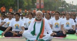 Primeiro-ministro surpreendeu milhares de pessoas ao praticar Ioga em Nova Délhi