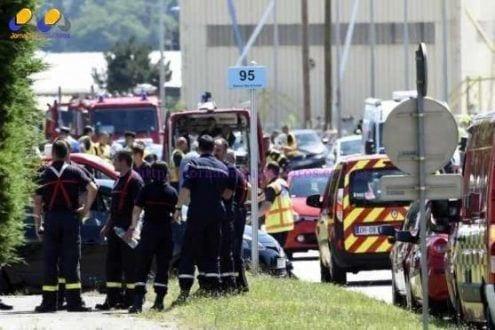 Europa - Atentado terrorista deixa um decapitado e feridos na França