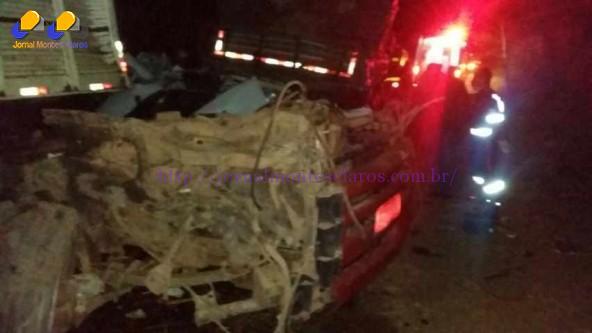 Norte de Minas - Acidente entre dois caminhões e uma carreta deixa uma pessoa morta na MG-122