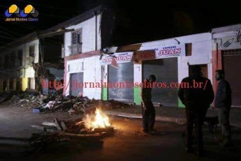 Chilenos deixam suas casas e observam os estragos provocados pelo tremor de 8,3 graus na escala Richter, que deixou ao menos oito mortosMario Ruiz/EFE/Agência Lusa