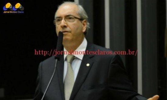 Adversário declarado do governo, Cunha abriu seu gabinete para o recebimento do documento