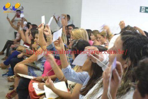 Montes Claros - O Município de Montes claros discute políticas públicas para mulheres - Mesa de autoridades - Votação do regimento