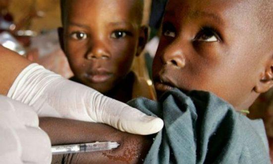 A vacina foi desenvolvida em 2014 por pesquisadores da Academia Chinesa de Ciências Médicas Militares, recorrendo a mutações genéticas do vírus