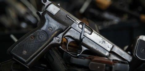 Os acidentes com armas de fogo que envolvem crianças são habituais nos Estados Unidos devido à proliferação de armas em todo o país