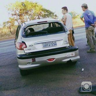 Norte de Minas - Acidente deixa 3 feridos na BR-365, a 5 quilômetros do trevo Claros dos Poções