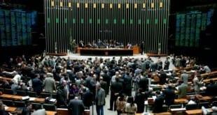 Câmara dos Deputados aprova PEC que permite universidade pública cobrar por pós-graduação lato sensu