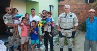 Norte de Minas - Agentes penitenciários de Januária ajudam família de detento que teve casa incendiada
