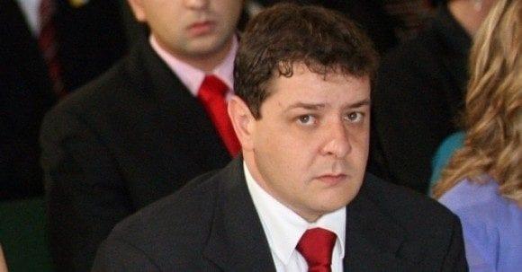 PF faz buscas no escritório de filho de Lula