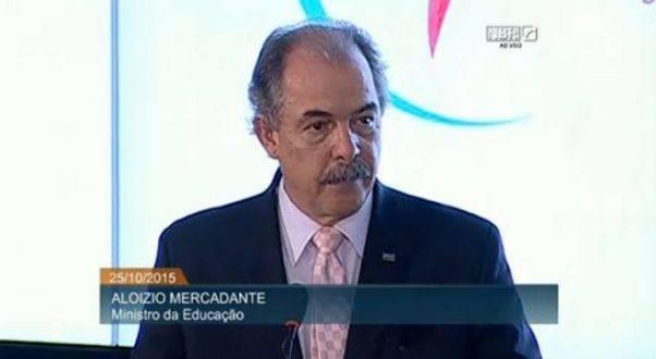 Ministro da Educação, Aloizio Mercadante, fez balanço do Enem 2015, neste domingo