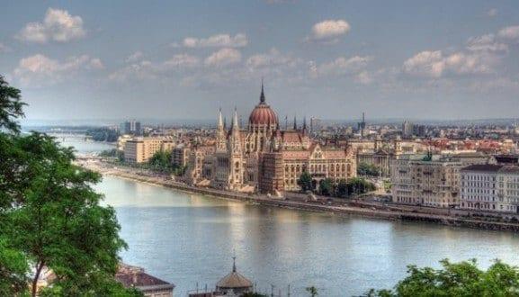 Budapeste, a capital húngara, é uma das cidades mais belas do planeta. E lá ainda dá para curtir muito gastando pouco. (foto: mauricedb/Flickr)