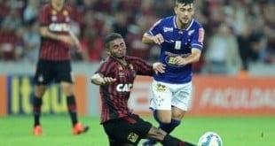 Boa atuação pode abrir caminho para Arrascaeta reconquistar espaço no Cruzeiro
