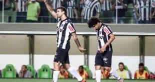 Lucas Pratto comemora o gol de pênalti anotado no 1º tempo