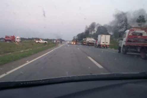 MG - Greve dos caminhoneiros interdita rodovias de Minas