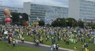 Protestos em diversos estados do Brasil pediram impeachment de Dilma e realização de novas eleições Foto: Valter Campanato/Agência Brasil