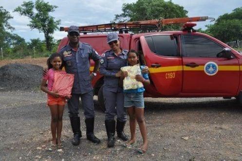 O Corpo de Bombeiros Militar de Montes Claros, realizou, uma visita mais que especial a garotinha Gabriela de apenas 9 anos de idade